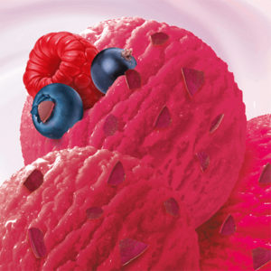 мягкое мороженое с ягодами